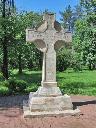 Мемориальный комплекс с крестом Юго-Западная Лампадка из габбро-диабаза Мураши